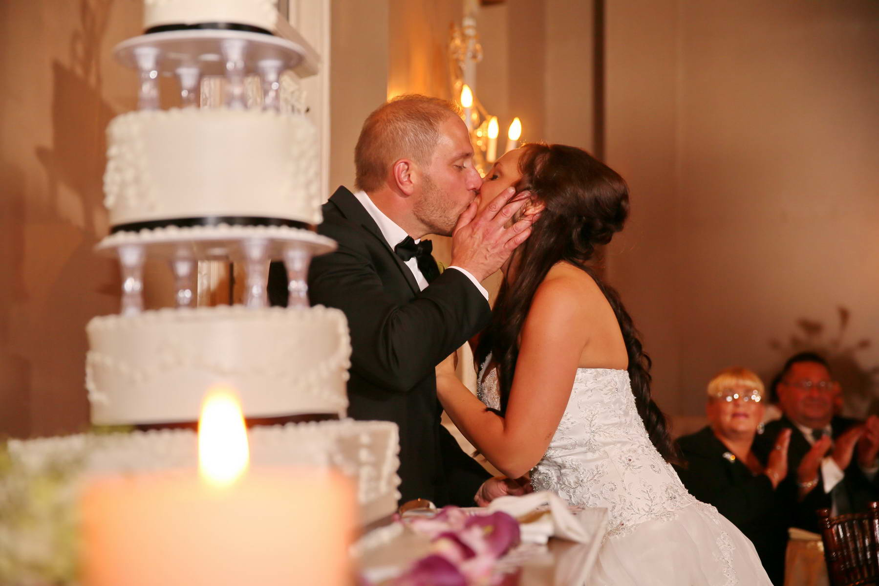 Davids Country Inn,Bride and Groom Kiss